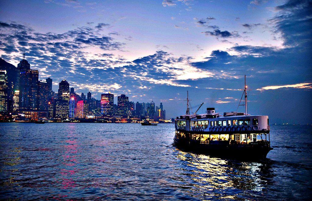 đi dạo trên phà Star Ferry hong kong