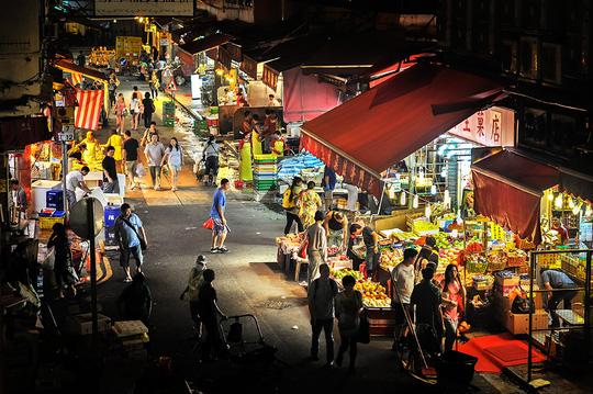 nên đến phố đèn đỏ wanchai khi đi du lịch hong kong tự túc