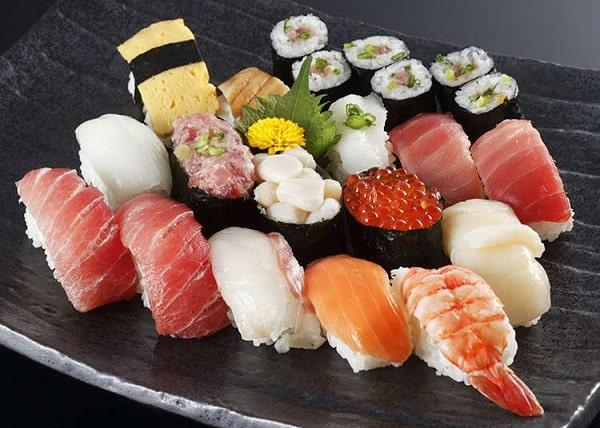 đặc sản sushi Nhật Bàn