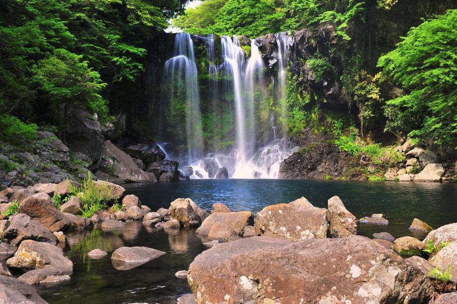 tham quan thác nước Cheonjiyeon đảo  jeju hàn quốc
